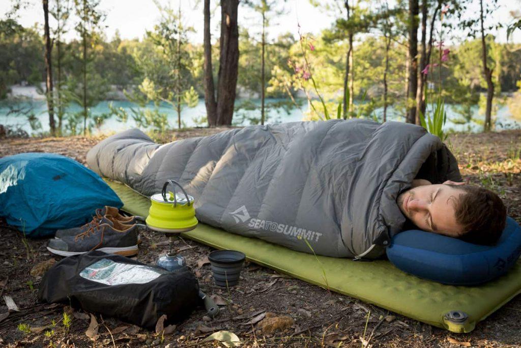 زیرانداز کیسه خواب به شما کمک میکند در زمین های ناهموار راحت تر بخوابید