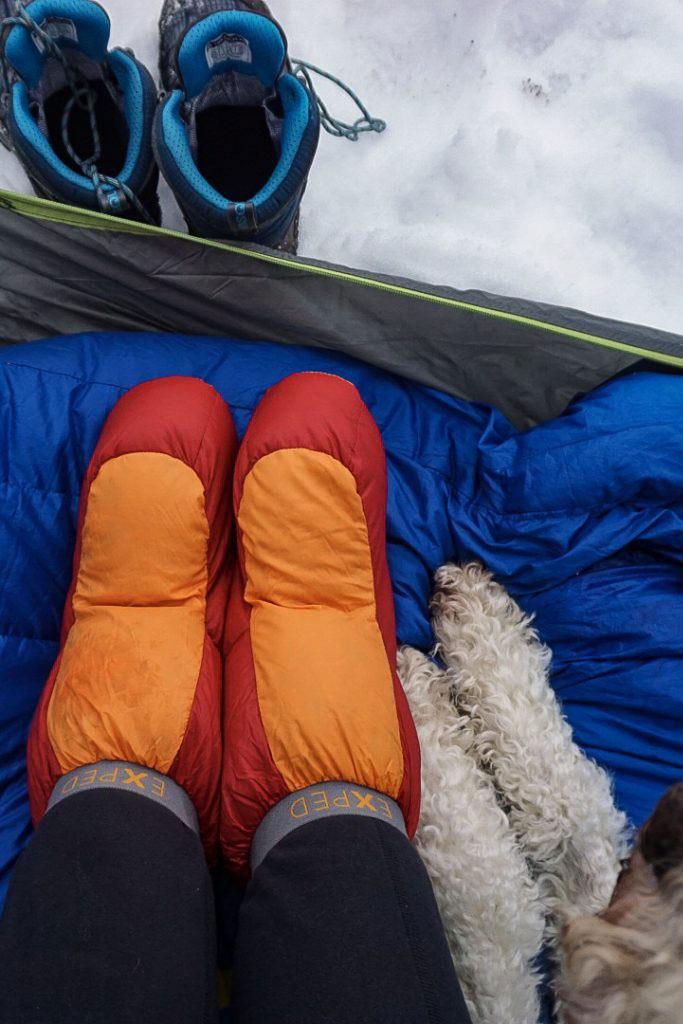 گرم کردن پا در کیسه خواب